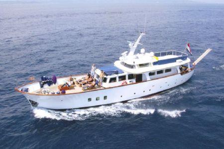 L de valk yacht brokers