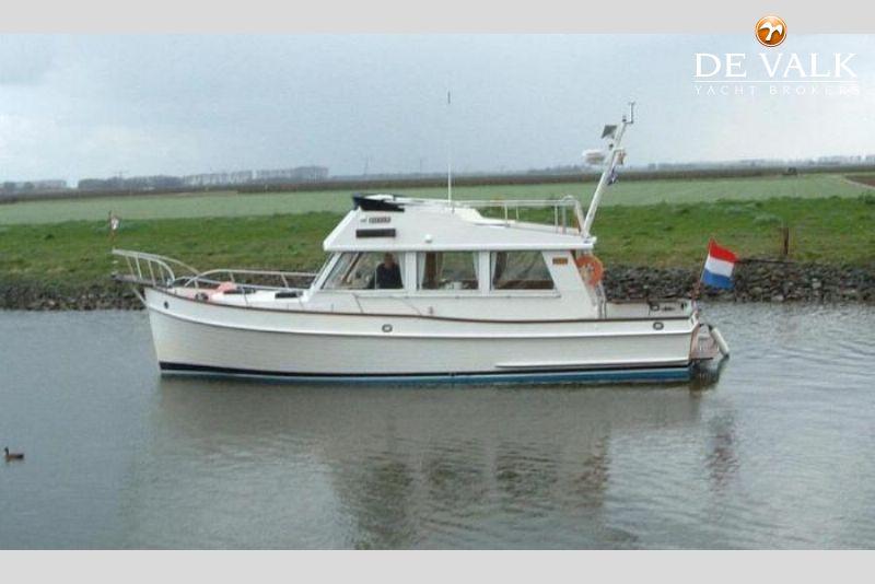 Grand Banks 36 Sedan motor yacht for sale | De Valk Yacht broker