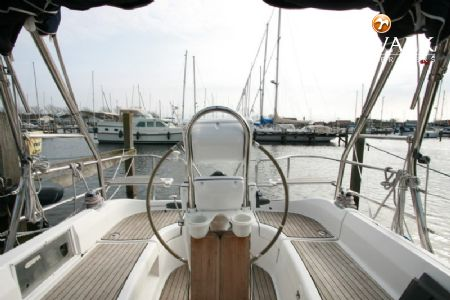HUNTER 33 sailing yacht for sale | De Valk Yacht broker