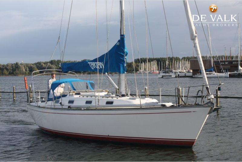 TARTAN 3800 sailing yacht for sale | De Valk Yacht broker